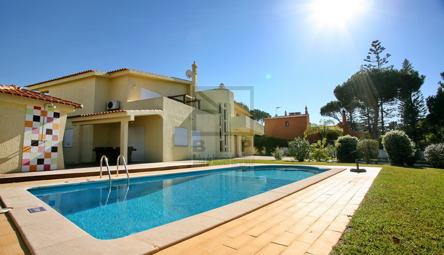 sale villa center Vilamoura Algarve Portugal