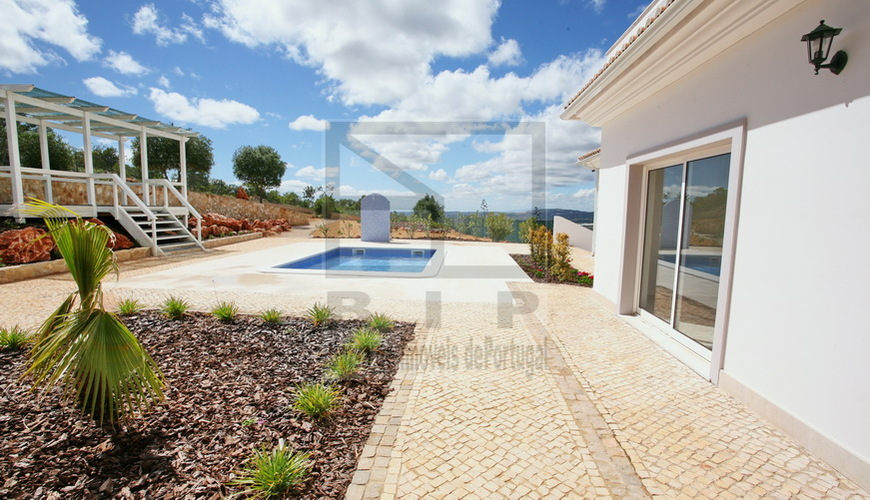 loule house with 6 bedrooms