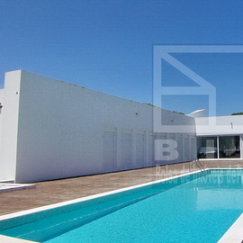 Pinhal Velho in Vilamoura Modern villa for sale, modern architecture and close to golf courses