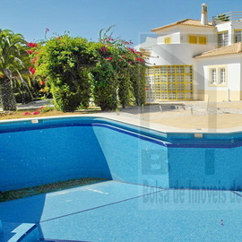 Algarve. Large villa close to Carvoeiro beach and city center. Bank repossession, with great finance conditions
