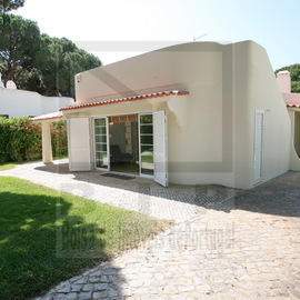 Ground level villa in Central Vilamoura close to the marina