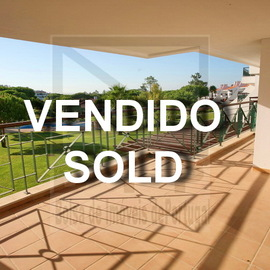 213.000 euros. Bank repossessed apartment in Vila Sol resort near to Vilamoura