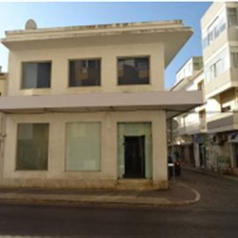 shop very well located in portimao and with excellent air and windows