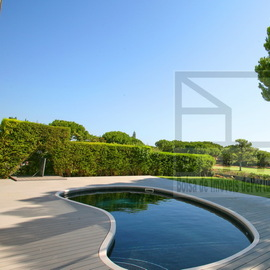 Villa with excellent view giving the feeling that the garden extends to the golf course.