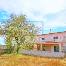 Villa in the countryside walking distance from the city center of Loulé- Bank recovery