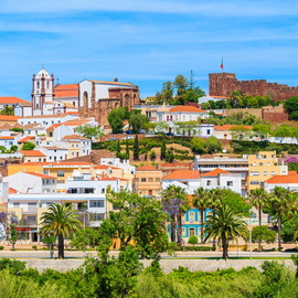 Commercial spaces, intended for commerce and services, located on the outskirts of the city of Silves