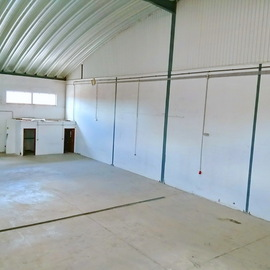 Warehouse in an excellent location. Banking property